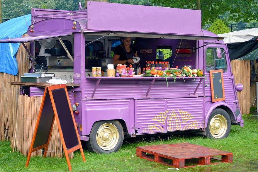 Jak iwco wyposażyć food trucka?
