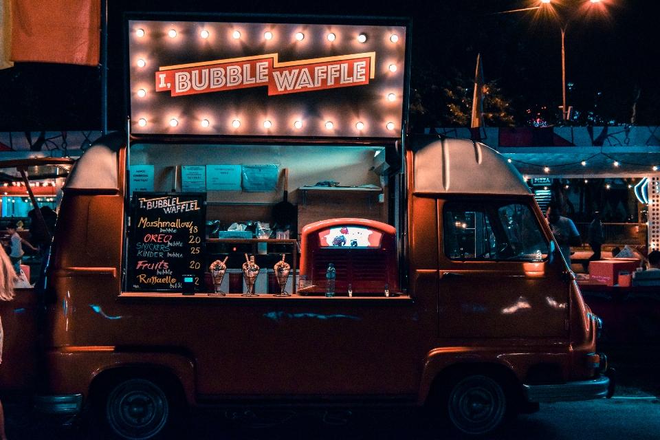 Wyposażenie food trucka, czyli inwestycja wjadłodajnię nakółkach