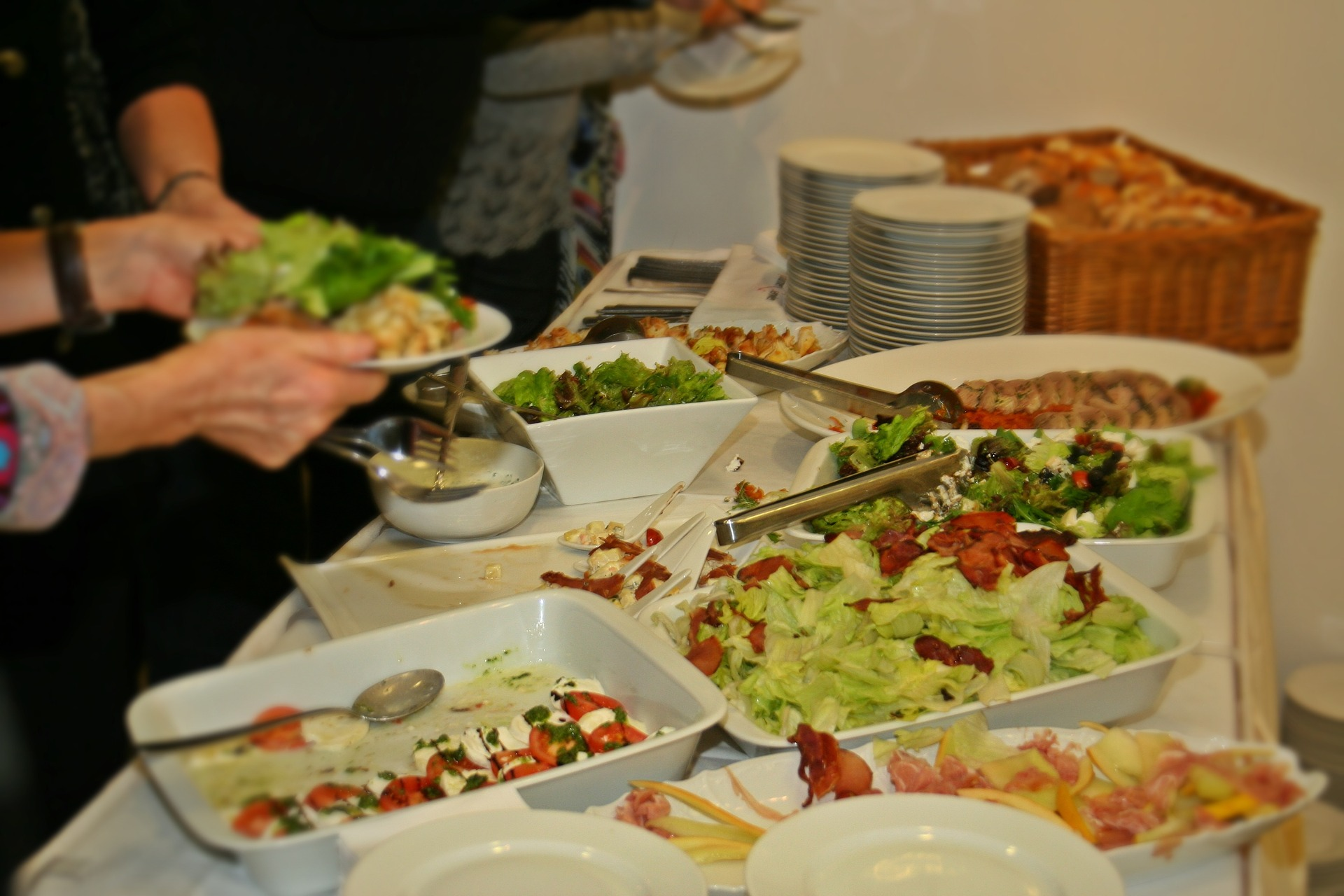 Wyposażenie niezbędne doprofesjonalnej organizacji stołu szwedzkiego